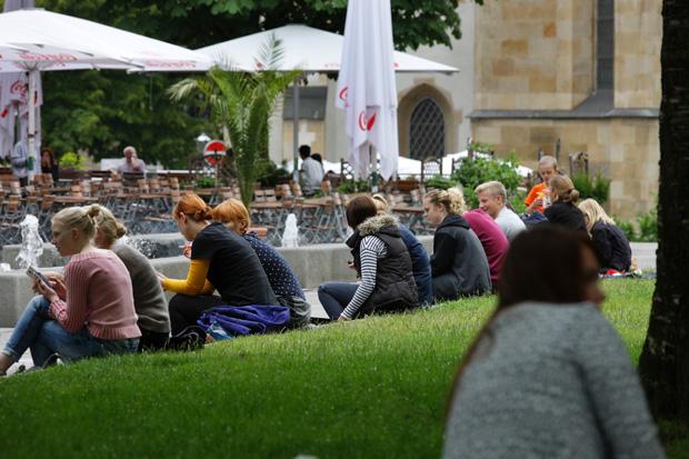 LEIPZIG-Zentrum_Jugendliche vor Thomaskirche_21_620px